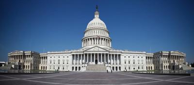 美国众议院半夜通过1.9万亿美元援助法案 下周提交参议院审议